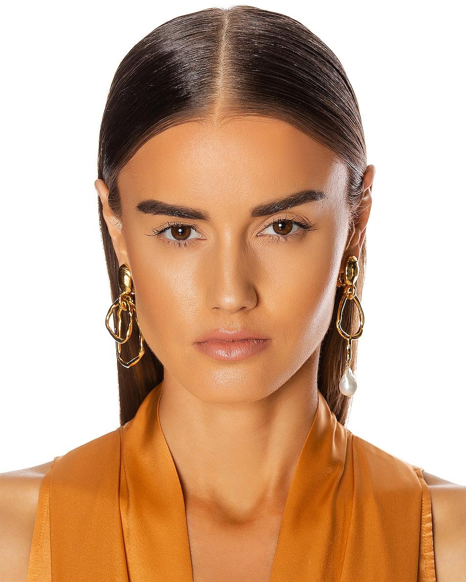 Image 2 of Oscar de la Renta Hammered Ring & Pearl Earrings in Gold