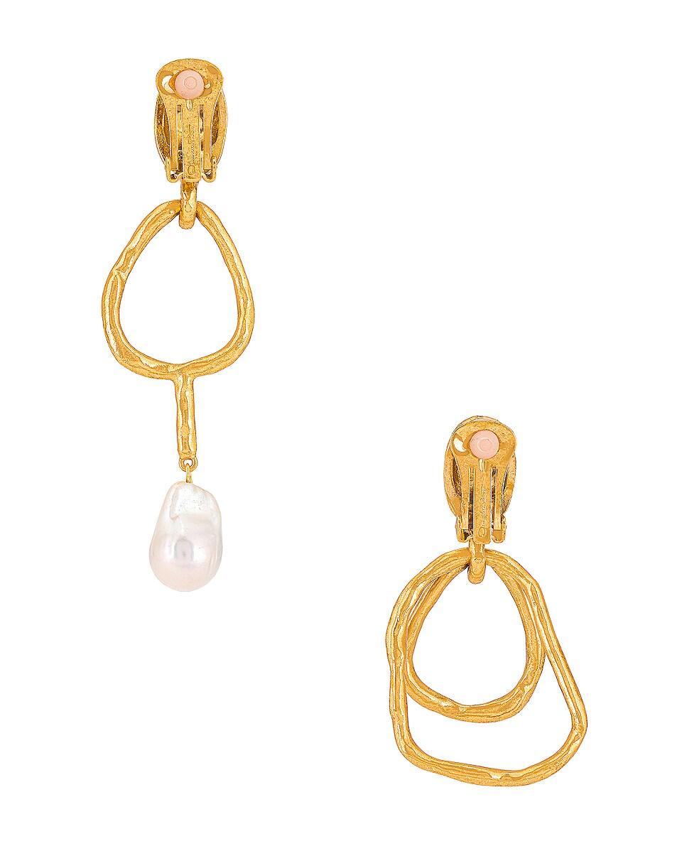 Image 4 of Oscar de la Renta Hammered Ring & Pearl Earrings in Gold