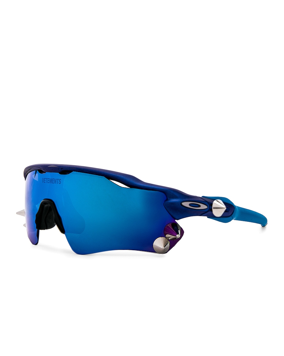 Image 2 of VETEMENTS Oakley Spikes 200 Sun Glasses in Blue