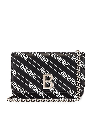 B Logo Wallet on Chain Bag