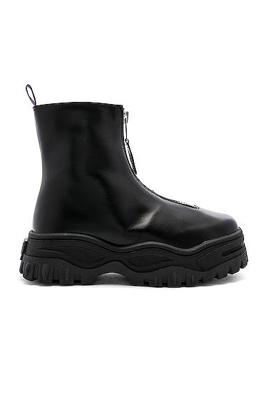 Raven Sneaker
