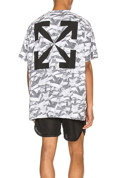 Arrows Pattern Over Tee