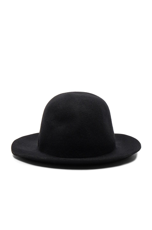 Image of comme des garcons shirt wool felt hat in black jpg 953x1440 Comme  des garcons 3909f67d7386