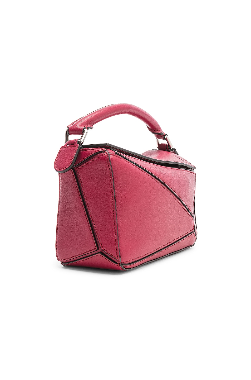 Image 4 of Loewe Puzzle Mini Bag in Raspberry