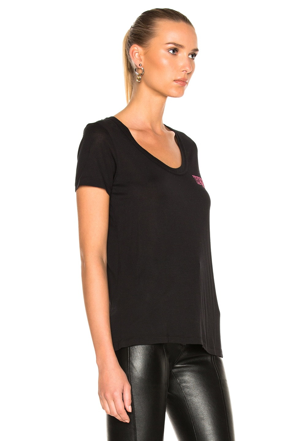 Image 4 of OFF-WHITE Business Scoop Tee in Black & Fuchsia