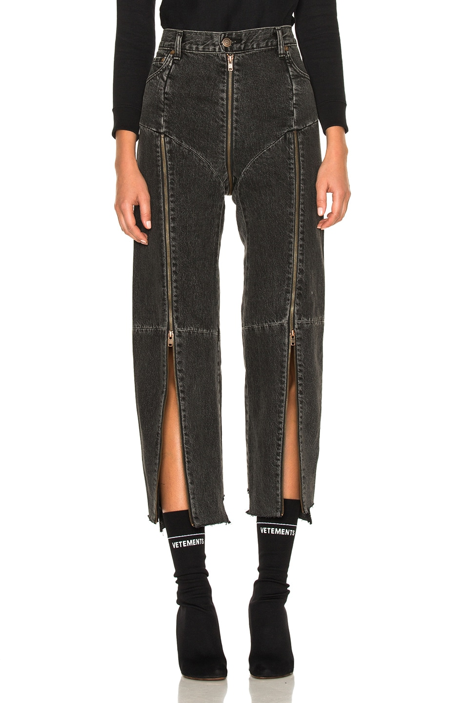 Image 4 of VETEMENTS x Levis Reworked Zip Denim in Black