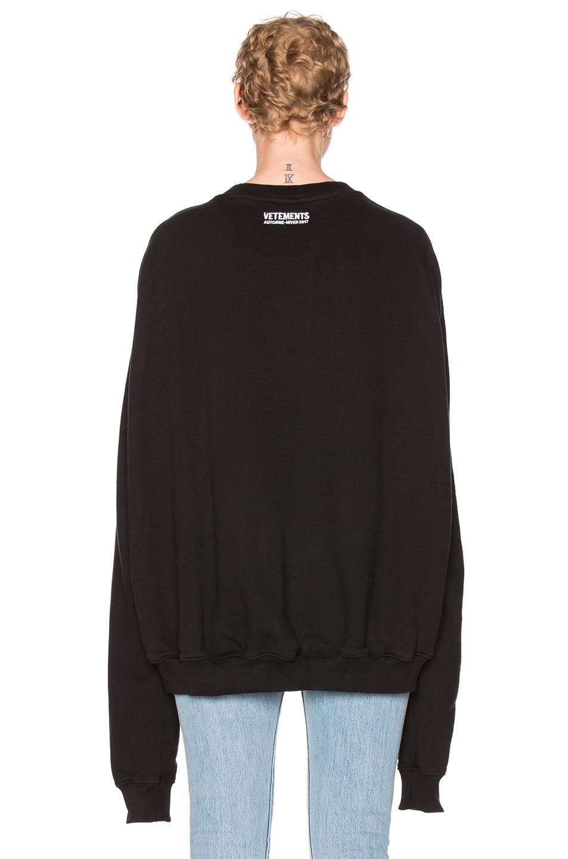 Image 5 of VETEMENTS Oversized Sweatshirt Unidad Hombres in Black