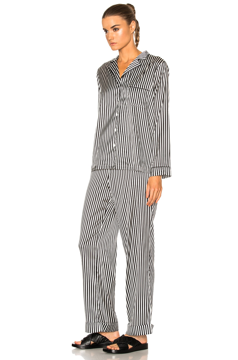 Image 2 of YOLKE Stripes Classic Set in Black & White