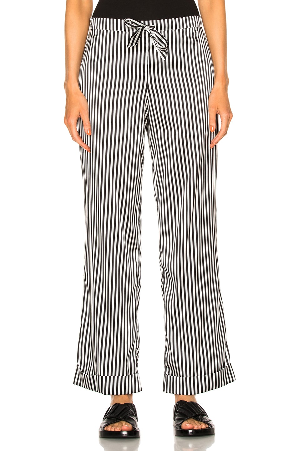 Image 5 of YOLKE Stripes Classic Set in Black & White