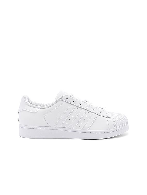 Superstar Foundation in White & White & White