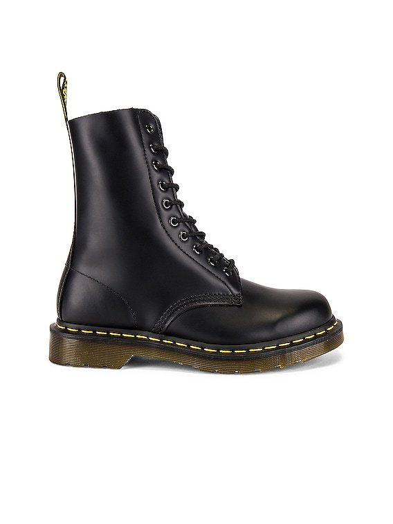 1490 Smooth Boots in Black