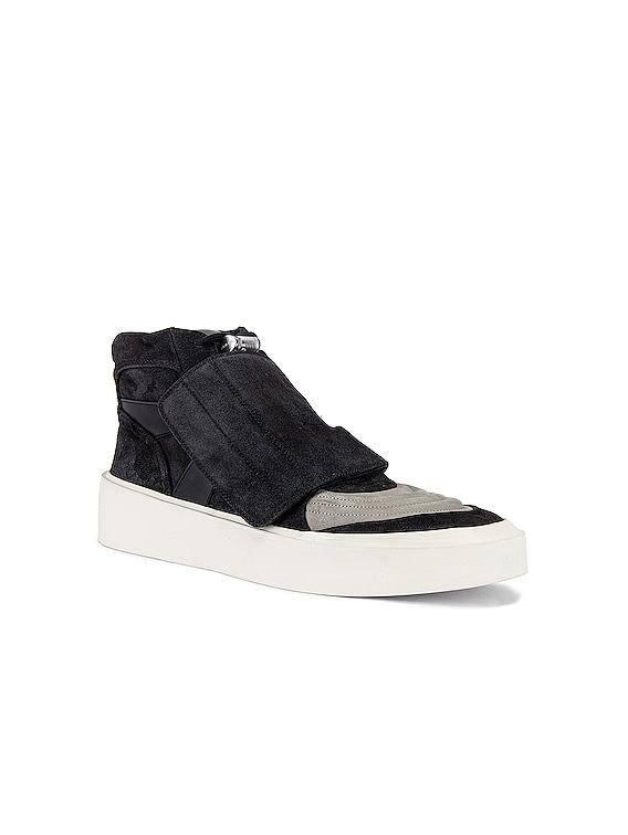 Skate Mid Sneaker in Black & Grey