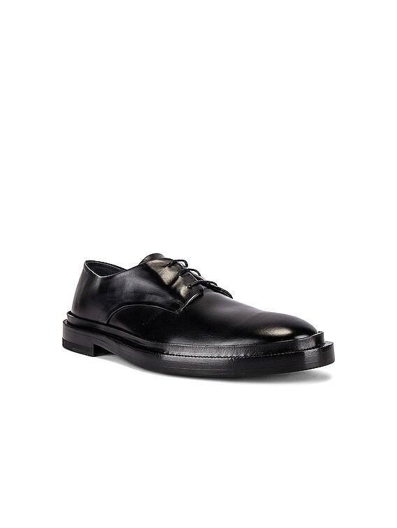 Derby Shoe in Black