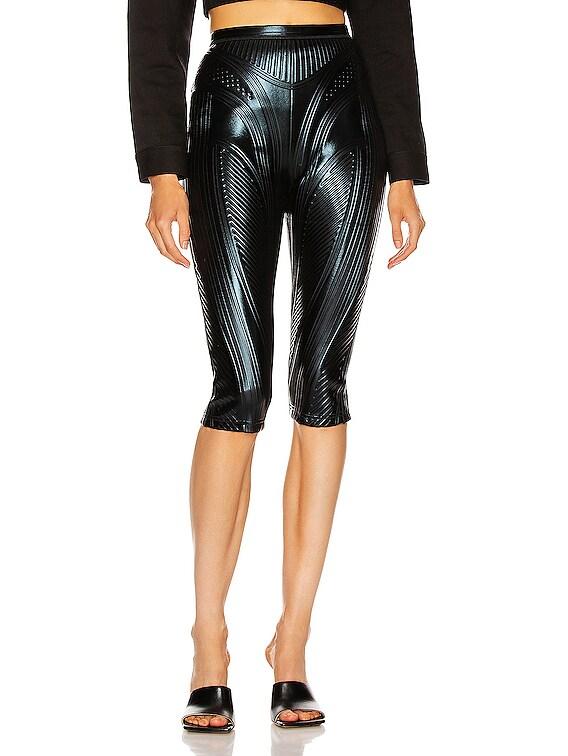 Skinny Bermuda Short in Black
