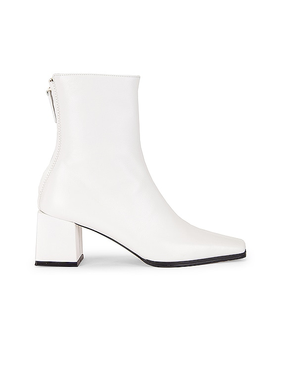Cube Heel Basic Boots in White