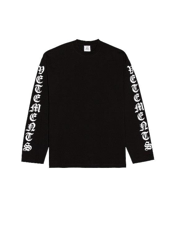 Gothic Font Longsleeve in Black