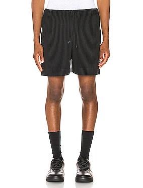 Pleats Shorts